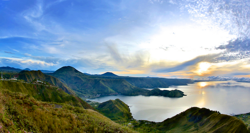 The-Incredible-Lake-Toba_01